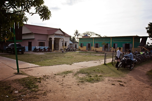The outside of the Savong School